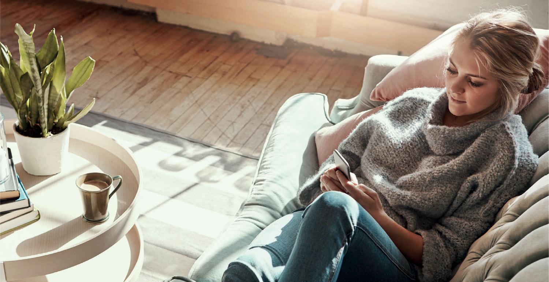 jente-sofa.jpg
