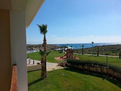 Fin sommerlig utsikt fra spillerrommene på hotellet - i februar.