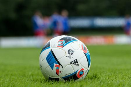 football-2042585_1920.jpg
