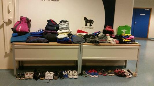 Gjenglemte klær i hallen blir fjernet i uke 51
