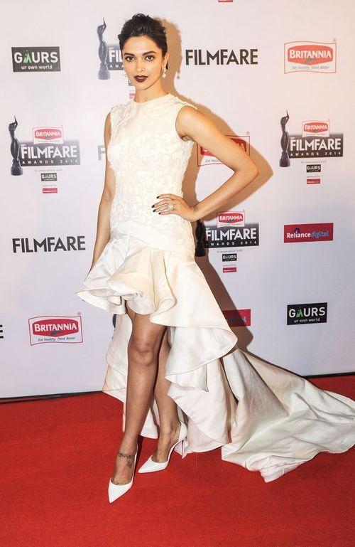 Deepika Padukone at Filmfare 2015