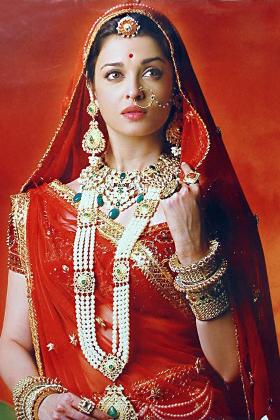 Aishwarya Rai in Jodhaa Akbar   Iconic Indian Bridal Lehengas that Sparkled on the Silver Screen