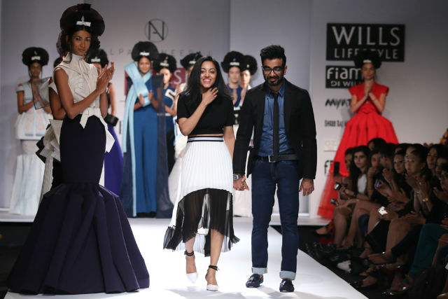 Alpana and Neeraj Walk The Ramp Along With Models | Wills Lifestyle Fashion Week SS15 – Top Picks
