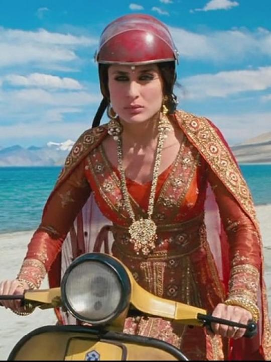 Style Evolution of Kareena Kapoor - Pre and Post Pregnancy - 3 Idiots