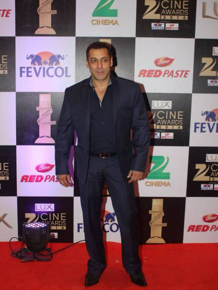 Salman Khan | Bollywood Red Carpet Fashion at the Zee Cine Awards