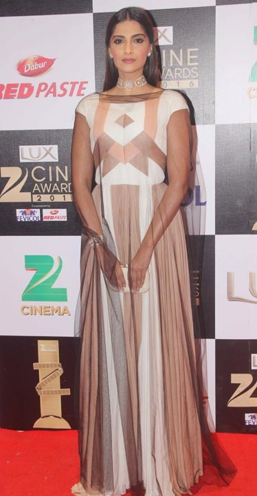 Sonam Kapoor | Bollywood Red Carpet Fashion at the Zee Cine Awards