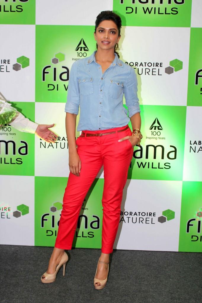 Deepika Padukone Dresses Down in Denim | 5 Reasons Why Deepika Padukone Is The Best Dressed Woman In Bollywood