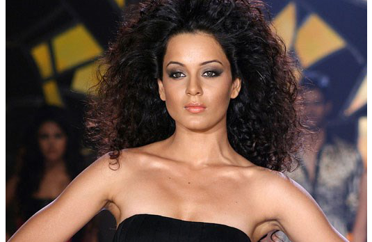 Kangana as Shonali I Fashion in Film - A Look At Stunning Bollywood Costumes in Fashion (2008)