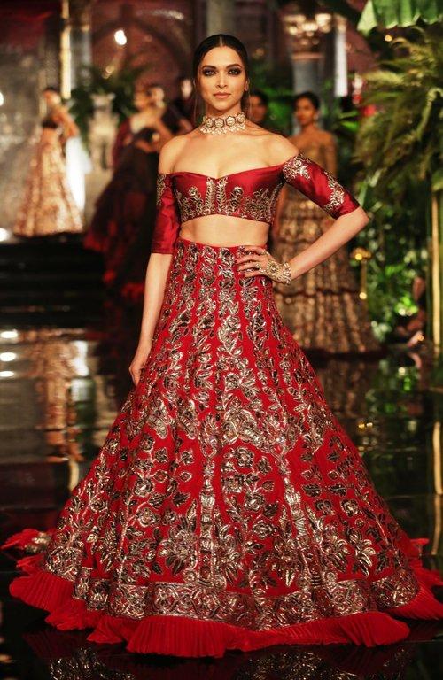 Manish Malhotra's royal red lehenga at the India Couture Week 2016