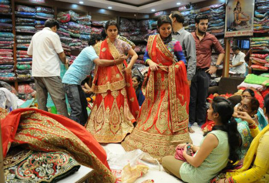 7d56068c8f733 Lehenga Trial   10 Things to Remember When Shopping For An Indian Wedding  Dress