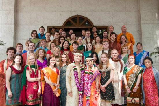 Hindu Wedding Gifts For Guests: How To Prepare For A Big Fat Indian Wedding