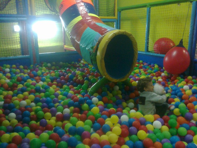 Sala multiusos, reuniones,  con parque infantil