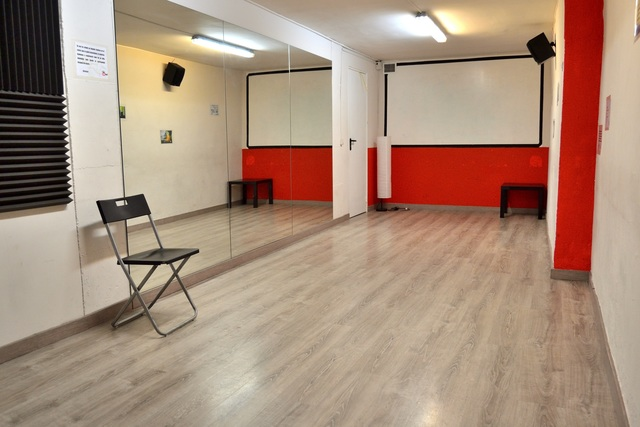Aula multiusos (charlas, baile, reuniones, cursos...)