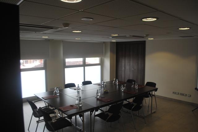 """Sala de Reuniones """"VIENA"""", exclusiva y en pleno centro de Madrid"""