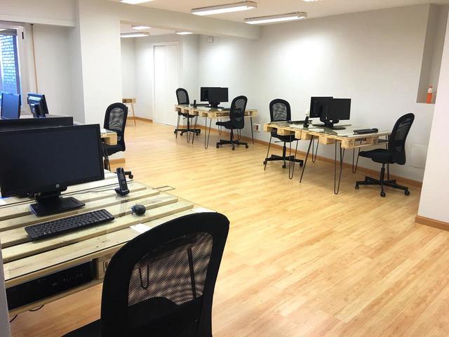 Alquiler de oficina por dias u horas situado en la calle Ponzano.