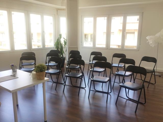 Sala cursos y conferencias grande