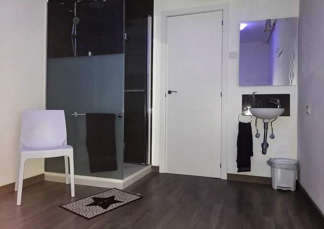 Cabina de masaje con camilla o tatami