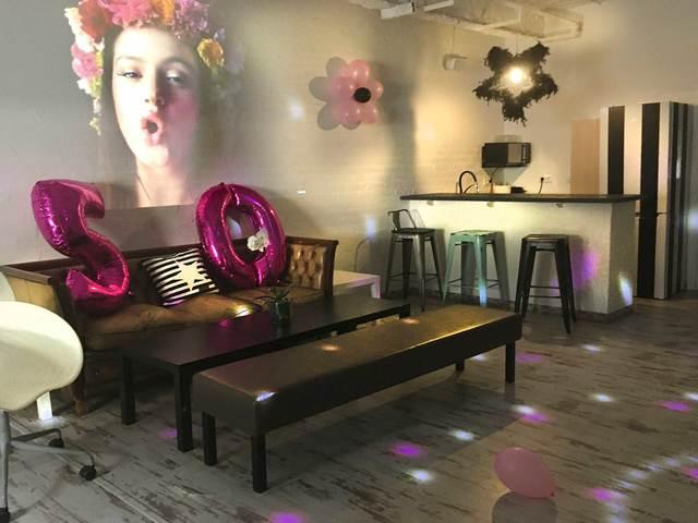 Sala 2 con pantalla de 200 pulgadas, karaoke, WiiU y Ps4