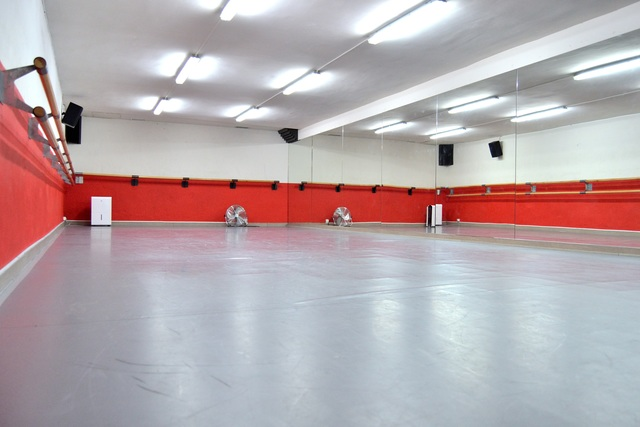 Sala polivalente para clases / cursos baile / yoga / charlas etc..