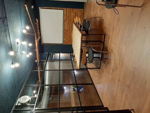 Sala de reunión hasta 5 personas