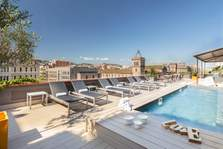 Mediaboxes pool terrace apartment miro 133 bcn luxury center lg