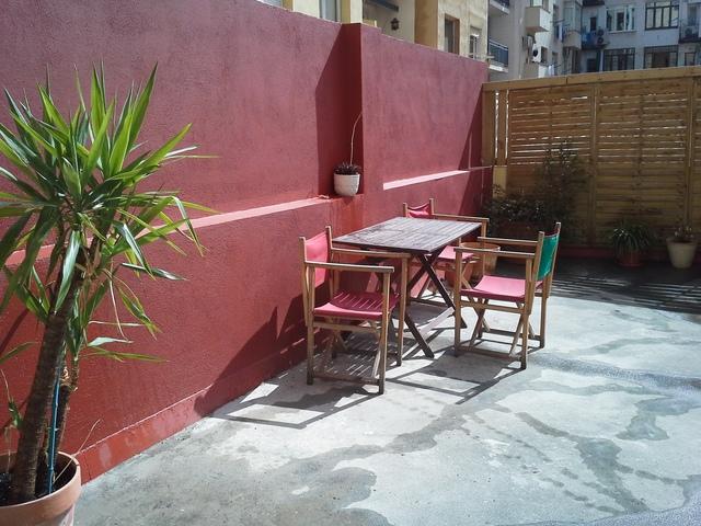 Aula soleada con terraza