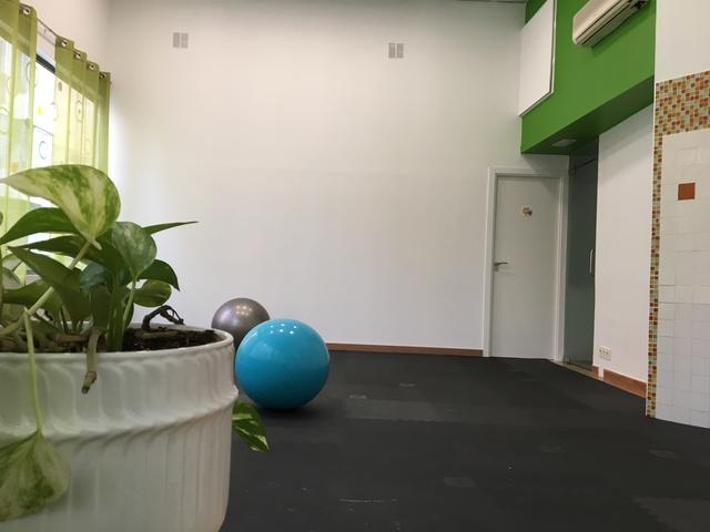 Sala diáfana con suelo acolchado