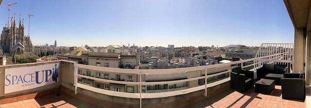 Sala polivalente con terraza y vistas a Sagrada Familia