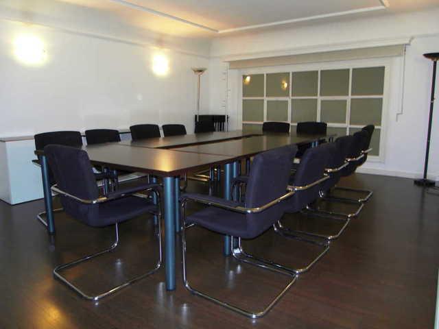 Sala para reuniones en la calle Ortega y Gasset