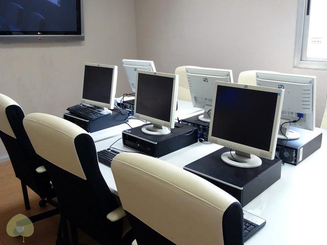 Aula de formación con ordenadores Synergya II
