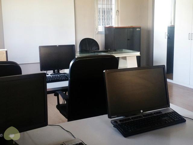Aula con ordenadores Synergya