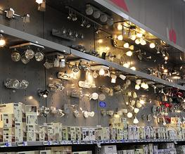 Boston's VersaPanel® is a modular merchandising light display system with worldwide electrical certifications that support a range of standard and custom applications.  Achieve greater product display density with amazing operational flexibility. Custom colou...