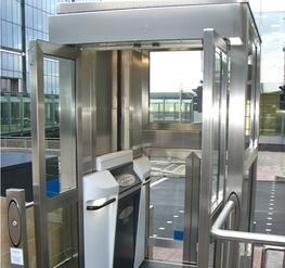 Internal/external platform lift image