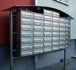 Galvanised steel horizontal post box with security lock and anti-theft lip to aperture.  Front Entry / Front Retrieval.  Each letter box comes complete with 2 keys. (Extra keys available upon request).  Conforms to EN13724...