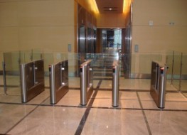 Fastlane Glassgate 200 uses glass security barriers in conjunction with state of the art optical technology to provide a high throughput security gate. The bi-directional glass barrier is designed to work in a normally closed mode and open after a valid card h...