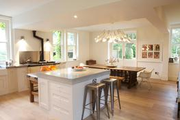 This fabulous shabby chic kitchen diner in East Sussex combines scale with style. A blend of large scale furniture, plain and simple cabinetry and modern touches with plenty of personal details, make this home feel fun and friendly.  Our brief was a simple, un...