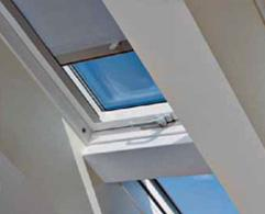Hunter Douglas Multistop & Multistop Cassette are spring tensioned roller blind systems that can be locked precisely in any required position and is designed for fitting to slanted rooflight windows as well as small/medium size standard windows. The systems ar...