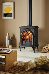 With Gothic stove door mouldings complemented by reeded side panels, the Stovax Huntingdon 28 wood burning and multi-fuel stove is an elegant piece of furniture in its own right. The very latest advances in stove design technology allow you to enjoy the movement of the flames to the full; especially as you can precisely adjust the flame picture via dual air controls.