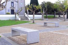 The Concrete Bloc bench is a heavy duty bench in exposed aggregate concrete. Its clean, modern design and variety of available finishes (including limestone and granite) make it a very versatile product. The bench has a galvanised steel reinforcement frame for...