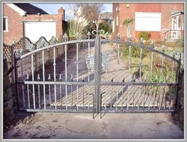 Aire Wrought Iron Driveway Gate image