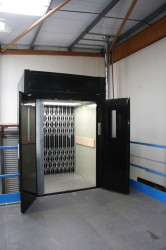 2000kg Goods Lift - The Goodsmaster CD image