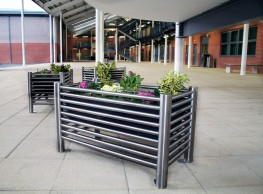 The Malford Baseline Planter MPL201 is a stand alone individual planting unit manufactured from stainless steel tubing. The 50 Litre capacity container can hold a variety of plants to brighten up any external area while matching the stainless steel scheme of t...