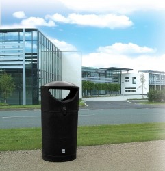 The Pewsham Litter Container PLC400 is a rotationally moulded plastic litter bin with 3 lift off lockable lid solutions. The hooded top, allows easy 'walk by' access from both sides while providing weather protection. The flat top lid keeps waste out of site p...