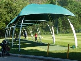 The Lounger large is a robust and lightweight temporary event canopy that can easily be assembled by two people in 15 minutes without tools. The canopy is folded like a parasol and put under tension in one movement by the innovative tension mechanism. Being a ...