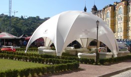 The Hexadome is a robust and lightweight temporary event structure that can easily be assembled by two people, the Hexadome medium can be assembled within 2 hours using a telescopic lift or crane. As the structure is built from the ground up in layers, the nee...