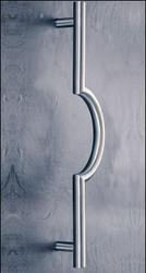 The ASH 125 is a straight legged stainless steel door pull handle with a central semi-circular feature that is available in a number of diameters, door fixing centres and finishes and comes complete with appropriate fixings to suit your door thickness. These door pull handles can be manufactured to any specified centres and are available in a range of material finishes.