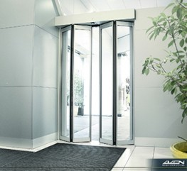 When the corridor is narrow a Gilgen automatic folding door maximises the use of available space.
