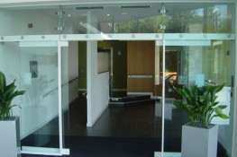 Gilgen_Automatic-Sliding-Doors-All-Glass_Images_2.jpg