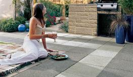 The ultimate in contemporary cool, Argent Coarse is an attractive modern blend of British granite aggregates in two colours. The different shades and textures available lend themselves well to bold geometric paving patterns.  With a surprising and subtle spark...