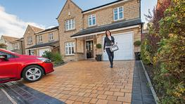 Drivesys Riven Stone is the most recent addition to the Drivesys Patented Driveway System range featuring the signature contoured base and including the right amount of ready mixed jointing compound in every pack. The variety of realistic face profiles and fiv...